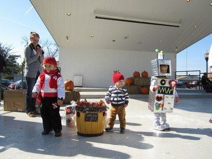 Age 0-3 Winners - 1st-Robot, 2nd-Basket of Crab Apples, 3rd-Pirate